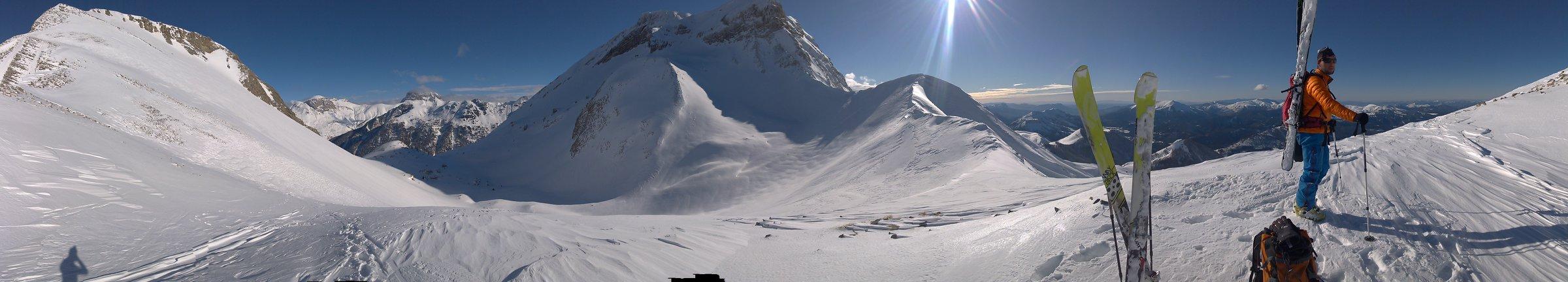 beau panorama du vallon de laverq en ubaye
